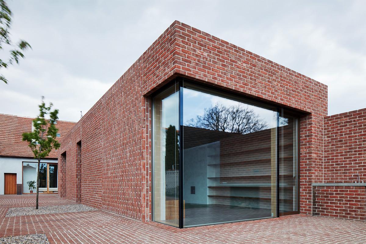 อิฐทั่วโลก : Brick House in Brick Garden