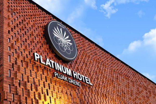 อิฐแดงหนาโชว์ ที่ Platinum Hotel อ.ปลวกแดง จ.ระยอง