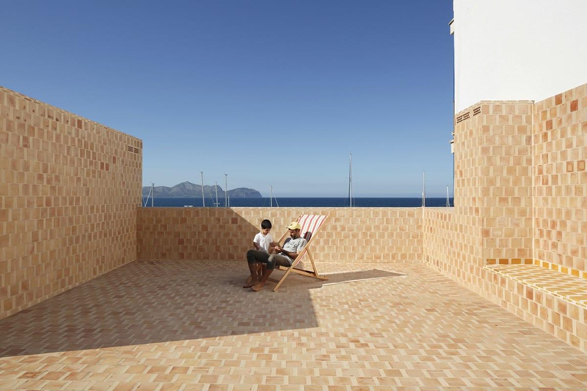 อิฐทั่วโลก : Can Picafort | Brick Apartments in Spain