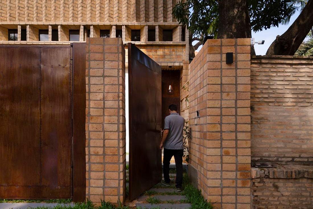 อิฐทั่วโลก : María Emilia House